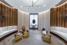 The ultimate luxury design of the highest level! Interior Design Guide, Modern Interior, Kylie Jenner House, Boudoir, Spa Treatment Room, Feature Wall Design, Big Desk, Dressing, Villa Design