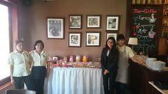 Parte del equipo Inkanto: Vicky, María, Gilma y Noemí posan junto a nuestro desayuno buffet