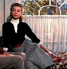 Winter Fashion Inspiration from the movie White Christmas and Vera-Ellen in white turtleneck, black sweater and checkered Full Skirt. Old Hollywood Movies, Golden Age Of Hollywood, Vintage Hollywood, Classic Hollywood, Vera Ellen, Black And White Skirt, White Skirts, Black White, White Christmas Movie