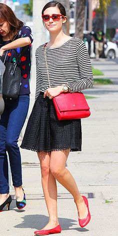 Emmy Rossum y el rojo en combinación. Red Flats Outfit, Ballet Flats Outfit, Amy Jackson, Stripes Fashion, Celebrity Look, Star Fashion, Spring Summer Fashion, Spring 2014, Casual Chic