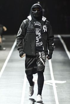 ~ Living a Beautiful Life ~ Male Fashion Trends: Plein Sport Fall-Winter 2017 - Milan Fashion Week Cyberpunk Mode, Cyberpunk Fashion, Streetwear Mode, Streetwear Fashion, Dark Fashion, Urban Fashion, Sport Fashion, Mens Fashion, Fashion Trends