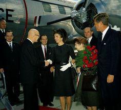 First Lady Jacqueline Kennedy Greets Urho Kekkonen, Andrews AFB October 16 1961 John Kennedy, Jacqueline Kennedy Onassis, Past Presidents, Black Presidents, Current President, Usa President, John Fitzgerald, Us History, Jfk