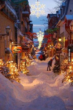 Old Quebec street - Quebec, Quebec, Canada. This looks like a Christmas wonderland and I want to be in it. / Noel a quebec sous la neige The Places Youll Go, Places To See, Beautiful World, Beautiful Places, Amazing Places, Beautiful Streets, Le Petit Champlain, Winter Szenen, Winter Time