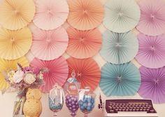 Abanicos papel -   http://www.decoracionfiestas.es/decorar-con-abanicos-de-papel/