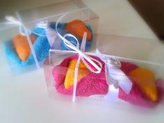 Bomboniere artigianali piccola pasticceria: cannoli di tutti i gusti realizzati con lavette in cotone multicolor