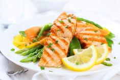 10 Health Benefits Of A Low Carbohydrate Diet - Healthy Living How To Salmon Recipes, Fish Recipes, Seafood Recipes, High Protein Recipes, Healthy Recipes, Protein Foods, Quick Recipes, Lean Protein, Whole30 Recipes