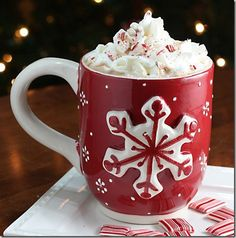 Purchase inexpensive mugs; mix up homemade hot chocolate mix; put in clear class canister and give two mugs and small canister if cocoa mix for Christmas gifts to friends. The whole family can enjoy together at Christmas! Noel Christmas, Christmas Treats, Winter Christmas, Christmas Morning, Christmas Drinks, Holiday Drinks, Christmas Coffee, Christmas Breakfast, Miniature Christmas