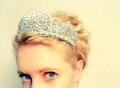 I think everyone should have a crown :) tutorial Via Urban Threads