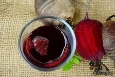 Beetroot pomegranate juice has many health benefits. It is fantastic as pre/post workout drink. Read the simple recipe and the benefits of this juice. Smoothie Detox, Smoothie Recipes, Juice Recipes, Anti Pickel Creme, Home Remedies, Natural Remedies, Beetroot Benefits, Anemia, Green Tea Diet
