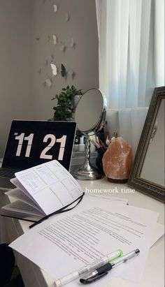 Study Motivation, Motivation Inspiration, Room Inspiration, Study Room Decor, Decor Room, Study Desk, Study Space, Study Hard, Studyblr