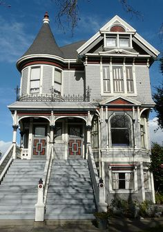 Love Victorian houses...and San Fran is the meca of those types of houses!!!2155 Central Ave., Alameda, CA