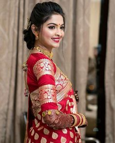To make it easier for you, we have the top trending beautiful silk saree blouse designs so that you can choose the best for your saree look. Pattu Saree Blouse Designs, Designer Blouse Patterns, Fancy Blouse Designs, Bridal Blouse Designs, Indian Bridal Outfits, Indian Bridal Fashion, Blouse Back Neck Designs, Sari Bluse, Indische Sarees