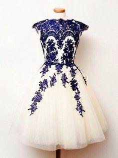 jolie robe habillee blanche et bleu