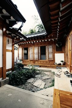 Everyday we share our stories and passions for home design and great architecture. Beautiful Home Gardens, Beautiful Homes, Zen House, Built In Furniture, Japanese Interior, Indochine, Japanese Architecture, Japanese House, Traditional House