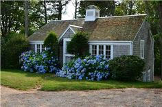 A wonderful Chatham, MA Cape Cod cottage. I would take this little beauty over the biggest mansion. So cute.