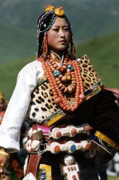 Tibetan woman from Golok Amdo in traditional finery ~ VoyageVisuelle ✿⊱╮