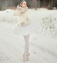 🌨Ballerina Dance In The Snow ❄️ Ballerina Art, Ballerina Dancing, Ballet Pictures, Dance Pictures, Ballet Girls, Ballet Dancers, Snow Dance, Dance Kpop, Dance Dreams