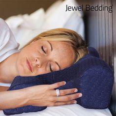Hai bisogno di sentirti riposato quando ti svegli la mattina? Con il cuscino in viscoelastico antirughe Jewel Bedding ci riuscirai, poiché il nucleo in viscoel
