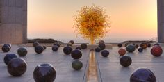 Happy Birthday September to glass artist Dale Chihuly! This is 'The Sun and Black Niijima Floats' at the Salk Institute for Biological Studies in La Jolla, California. Dale Chihuly, Art Of Glass, Stained Glass Art, Glass Vase, La Jolla, Sculpture Art, Sculptures, Seattle, Glass Installation