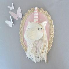 Trophée licorne beige/rose poudré au crochet