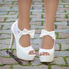 Tonegro Beyaz Dantelli Topuklu Gelin Ayakkabısı