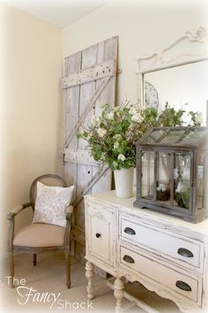 I have a hutch similar to this one... and I'm loving the knobs on it!  I may have to change mine out!