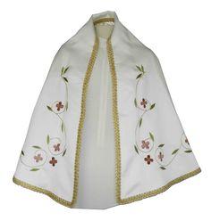 Manto sagrado para figura de la Virgen María confeccionado en raso blanco. Prenda bordada con flores en todos rojizos y rosas. Las hojas son de color verde y contorno decorado con galón dorado. Manto totalmente personalizable, pídenos presupuesto. (1/4) http://www.articulosreligiososbrabander.es/manto-imagen-figura-virgen-maria-raso-bordado.html #Manto #MantoVirgenMaria #MantoImagen #VirginMantle
