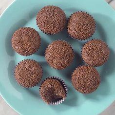 Brigadeiro de Nutella 😋 ❤️ Clique duas vezes no vídeo para curtir 📱 Salve essa receita no aplicativo da Tastemade! Link na bio.  #brigadeiro #nutella #sobremesa #doce #dessert #tastemade #tastemadebrasil #tastemadebr #instafood #food #foodporn