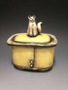 Babette Harvey - Ceramic Artist Ceramic Boxes, Ceramic Jars, Ceramic Clay, Ceramic Painting, Slab Pottery, Ceramic Pottery, Pottery Art, Pottery Animals, Ceramic Animals