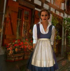 10 Beautiful Pictures of Emma Watson as Belle in Beauty & the Beast | moviepilot.com