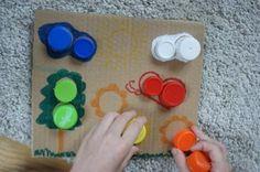 Kolorowa układanka z recyklingu dla przedszkolaków. Nakrętki oraz tektura.  Colorful jigsaw puzzle recycled for preschoolers. Nuts and cardboard.