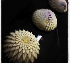 """Chrysanthemum scissors"" cutting craft practitioners Japanese Deserts, Japanese Pastries, Japanese Sweets, Japanese Food, Asian Desserts, Sweet Desserts, Japanese Wagashi, Candy Making, Food Crafts"