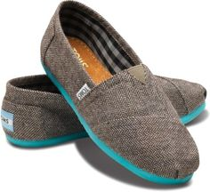 >>>TOMS shoes OFF! >>>Visit>> So I haven't seen a pair of Tom's yet that I really liked. Anything herringbone. Estilo Fashion, Moda Fashion, Womens Fashion, Fashion Shoes, Fashion Fashion, Runway Fashion, Fashion News, Fashion Trends, Cheap Toms Shoes