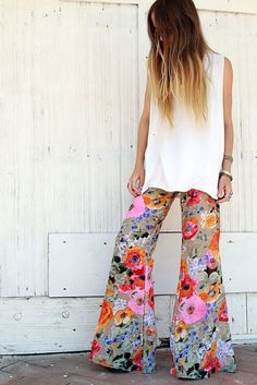 boho bell bottoms, love these! Hippie Style, Mode Hippie, Bohemian Mode, Hippie Boho, Bohemian Style, Hippie Masa, Hippie Chick, Hippie Party, Mode Style