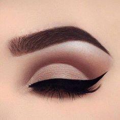 Ideas cats eye makeup tutorial perfect eyeliner for 2019 Eyebrow Makeup Tips, Cut Crease Makeup, Skin Makeup, Eyeshadow Makeup, Eyeshadows, Brown Eyeshadow, Makeup Brushes, Glitter Eyeshadow, How To Cut Crease