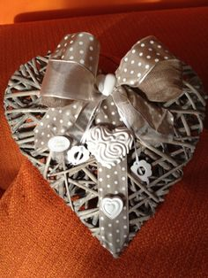 Wreath Forms, Heart Decorations, Origami, Valentines Day, Diy And Crafts, Projects To Try, Shabby Chic, Gift Wrapping, Easter
