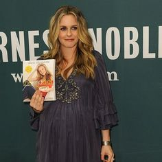 Alicia Silverstone says being vegan improves her looks.