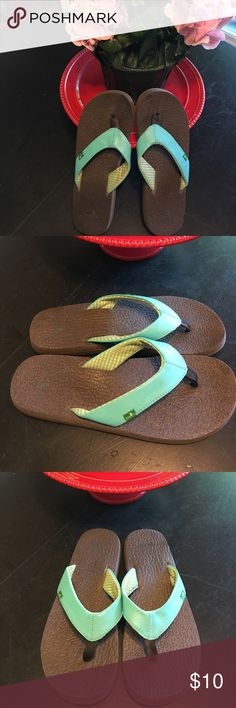 Sanuk flip flop green size 8 Like NEW!! Sanuk flip flop green size 8 Like NEW!!  I wore these literally one time. Fast shipping!! Sanuk Shoes Sandals