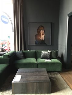 Green velvet for the win! Simple Living Room, My Living Room, Living Room Interior, Living Room Decor, Dark Interiors, Cabin Interiors, Art Deco Bedroom, Small Space Interior Design, Green Sofa