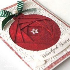 handmade Christmas card ... iris folding ... gorgeous textured red ... big circle ornament ...