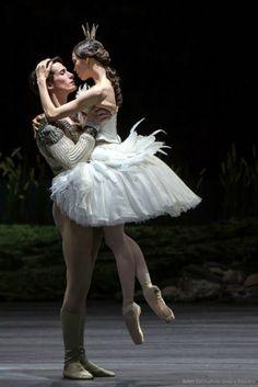 Dance - Dancers Alex Jones and Vika Kapitonova - Ballett Zürich - Swan Lake - Photo Gregory Batardon --- Lake Photography, Ballet Photography, Ballet Art, Ballet Dancers, Ballerinas, Shall We Dance, Just Dance, Ballet Costumes, Dance Costumes