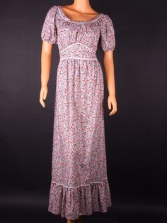 This is the style of dress we would wear to Friday night slumber parties. Moda Vintage, Retro Vintage, Vintage Clothing, Vintage Outfits, Night Suit, Liberty Print, Gypsy Style, Vintage Flowers, Fashion Dresses