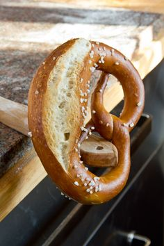 Pretzels with long guide