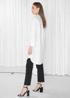 Lengthy tuxedo shirt crafted from crisp cotton, Full button placket Cufflinks Slightly longer at back Length of shirt: 100 cm (size Model wears: EU UK US 6 Shirt Blouses, Shirts, Fashion Story, Tuxedo, Topshop, Normcore, Clothes For Women, Coat, Model