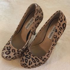 """Final reductionSteve Madden leopard  heels 5.5 Steve Madden """"Kix"""" leopard print cow hair pumps with patent heel. Size 5.5 They have been worn a few times and show small signs of wear. The left shoe has a minor spot on the toe where he fur is a little worn but it's not very visible when on. Price reflects condition. Steve Madden Shoes Heels"""