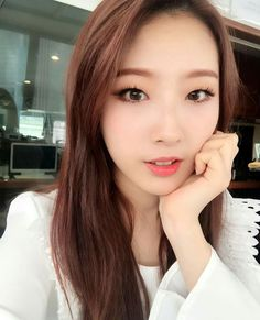 Jo Ha-seul (조하슬) of LOOΠΔ (이달의 소녀) | She's so pretty and adorable!! I just want keep her with me forever and cherish her (I'm such a weird fangirl but I can't help myself)!! ❤❤