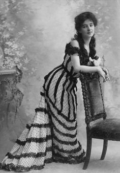 """One of the most beautiful women of her time, and my forever favorite: Evelyn Nesbit. (This image has nothing to do with the """"Scarlet Ladies"""" collection, though Ms. Nesbit was quite the firecracker in. Evelyn Nesbit, Belle Epoque, Saloon Girls, 20th Century Fashion, Gibson Girl, Edwardian Fashion, Edwardian Era, Timeless Beauty, Vintage Photographs"""