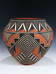 Ceramic Pottery, Pottery Art, Ceramic Art, Pottery Painting Designs, Pottery Designs, Native American Design, Native American Pottery, African Pottery, Pueblo Pottery