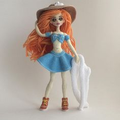 This Pin was discovered by gif Amigurumi Doll, Amigurumi Patterns, Doll Patterns, Crochet Art, Crochet Doll Pattern, Crochet Patterns, Knitted Dolls, Crochet Dolls, Pretty Dolls