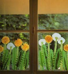 Frühlingshafte Dekoration für die Fenster